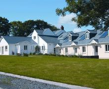 Snaptrip - Last minute cottages - Inviting Redberth Apartment S43777 - Apartment redberth sleep 2 communial garden