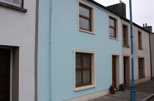 Snaptrip - Last minute cottages - Beautiful Pembroke Cottage S43779 - Holiday cottage exterior Pembroke Dock sleeps 6
