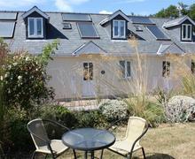 Snaptrip - Last minute cottages - Attractive Redberth Apartment S43782 - Redberth cottage sleep 4