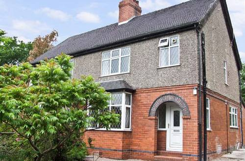 Snaptrip - Last minute cottages - Excellent Stoke On Trent House S4513 -