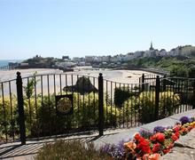 Snaptrip - Last minute cottages - Gorgeous Tenby Apartment S43814 - Holiday apartment communal garden tenby