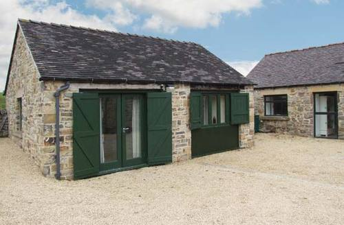 Snaptrip - Last minute cottages - Wonderful Ashbourne Barn S4515 -