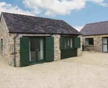 Snaptrip - Last minute cottages - Wonderful Ashbourne Barn S4515 -