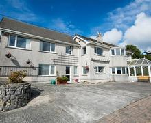 Snaptrip - Last minute cottages - Beautiful Pembroke Cottage S43819 - Holiday home sleeps 9 Pembroke Dock exterior