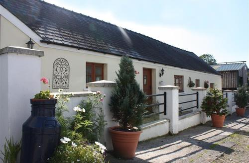 Snaptrip - Last minute cottages - Stunning Redberth Cottage S43826 - Self catering accommodation sleep 2