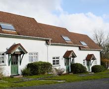 Snaptrip - Last minute cottages - Lovely Llangrannog Cottage S43859 -