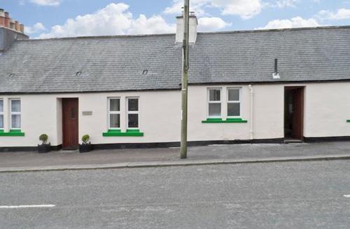 Snaptrip - Last minute cottages - Luxury Castle Douglas Cottage S43986 -
