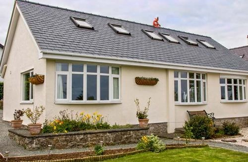 Snaptrip - Last minute cottages - Excellent Benllech Cottage S43987 -