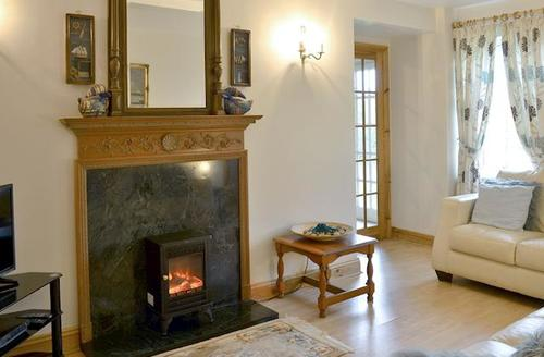 Snaptrip - Last minute cottages - Excellent Bamburgh Cottage S44006 -