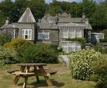 Snaptrip - Last minute cottages - Wonderful Far Sawrey Cottage S44088 - This luxury first floor apartment set in the Country House of Sawrey Knotts above the village of far Sawrey