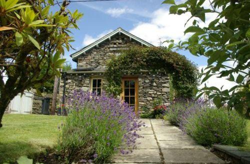 Snaptrip - Last minute cottages - Adorable Hawkshead Cottage S44086 - Knipe Fold Cottage is a pretty detached cottage
