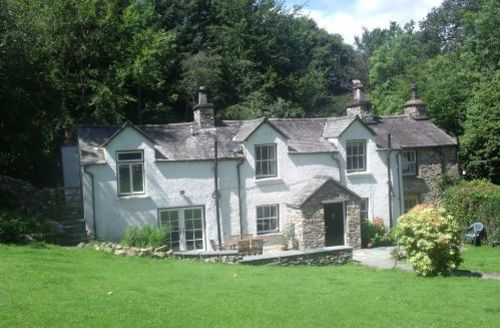Snaptrip - Last minute cottages - Wonderful High Wray Cottage S44102 - The Lodge is a cosy comfortable cottage retaining plenty of character