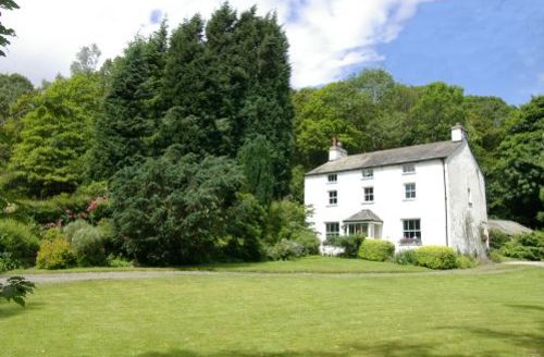 Snaptrip - Last minute cottages - Tasteful Rusland Cottage S44110 - This traditional Lakeland home is set in a wonderful area amidst the woodlands of Grizedale Forest next to the river