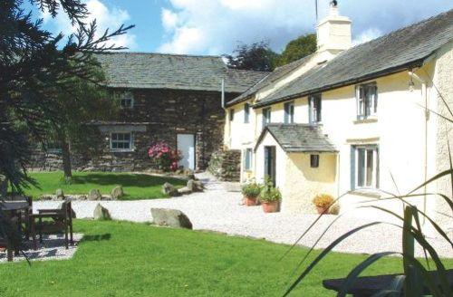 Snaptrip - Last minute cottages - Tasteful Hawkshead Cottage S44109 - Weaver's Loft is set in large gardens