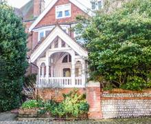 Snaptrip - Last minute cottages - Exquisite Eastbourne Rental S4553 -