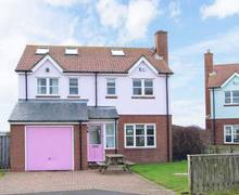 Snaptrip - Last minute cottages - Captivating Chathill Dunes S4563 -