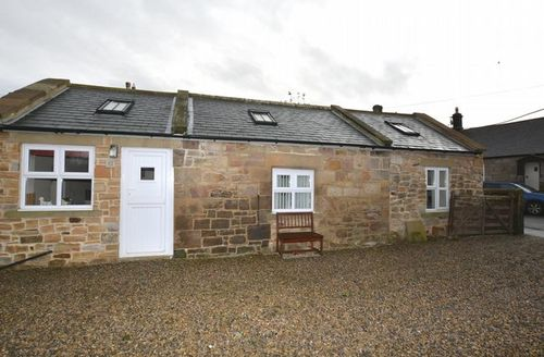 Snaptrip - Last minute cottages - Beautiful Alnwick Bungalow S44292 -