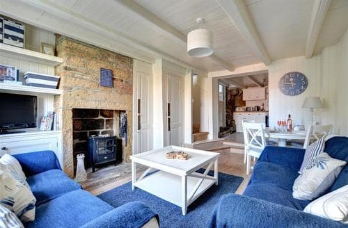 Snaptrip - Last minute cottages - Cosy Robin Hood's Bay Cottage S44442 - Living Room - View 2