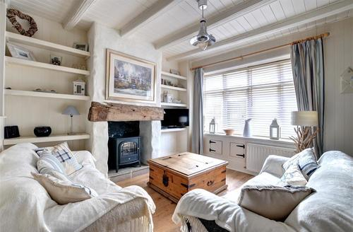 Snaptrip - Last minute cottages - Delightful Robin Hood's Bay Cottage S44443 - Living Room
