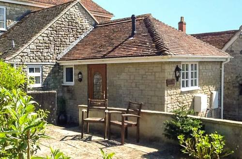 Snaptrip - Last minute cottages - Lovely Warminster House S4601 -