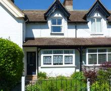 Snaptrip - Last minute cottages - Wonderful Totland Bay Villas S4603 -