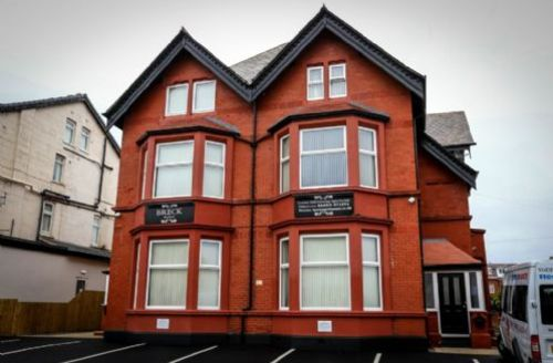 Snaptrip - Last minute cottages - Cosy Blackpool Apartment S44968 -