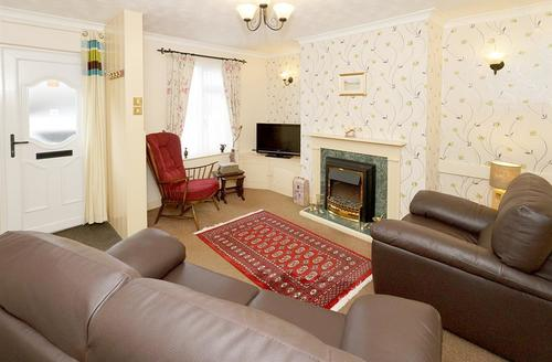 Snaptrip - Last minute cottages - Lovely Conwy Cottage S45013 - Bryn-Cottage-lounge-16