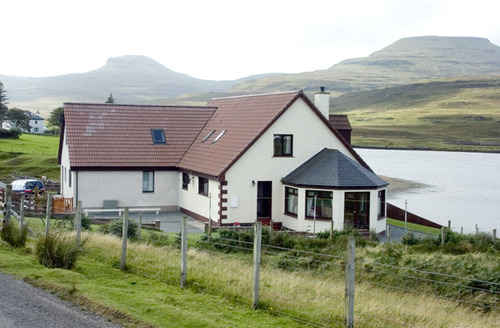 Snaptrip - Last minute cottages - Charming Isle Of Skye Cottage S4670 -