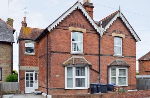 Snaptrip - Last minute cottages - Exquisite Canterbury Apartment S37526 -