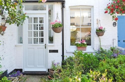 Snaptrip - Last minute cottages - Wonderful Deal Cottage S13602 -