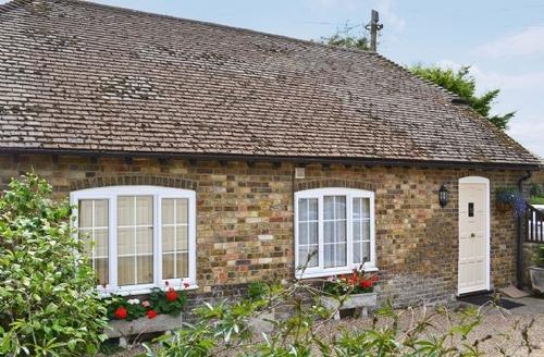 Snaptrip - Last minute cottages - Beautiful Deal Cottage S13597 -