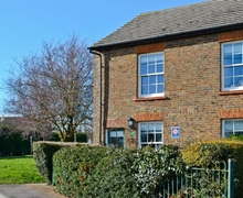 Snaptrip - Last minute cottages - Charming Whitstable Cottage S13687 -