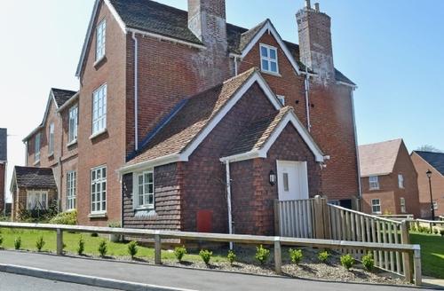 Snaptrip - Last minute cottages - Exquisite Arundel Apartment S27005 -