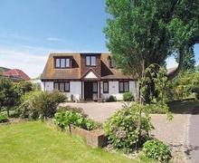 Snaptrip - Last minute cottages - Excellent Bognor Regis Cottage S13875 -