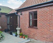 Snaptrip - Last minute cottages - Quaint Brundall Cottage S45151 -