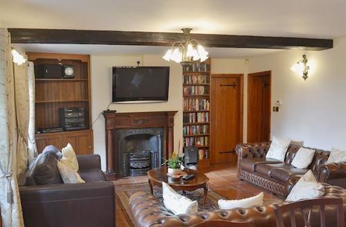 Snaptrip - Last minute cottages - Delightful Brundall Cottage S45152 -