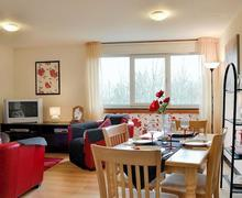 Snaptrip - Last minute cottages - Wonderful Helensburgh Apartment S45156 -