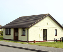 Snaptrip - Last minute cottages - Cosy Holyhead Penrallt S4712 -