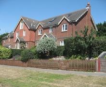 Snaptrip - Last minute cottages - Delightful Bembridge Cottage S34835 -