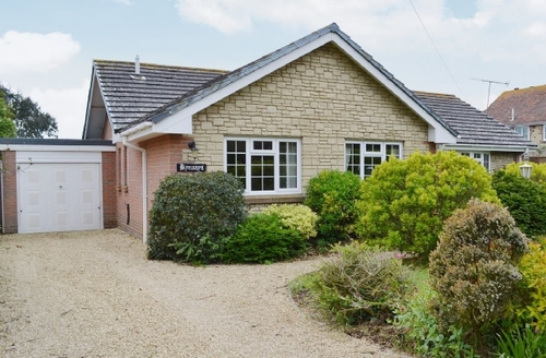 Snaptrip - Last minute cottages - Inviting Brighstone Cottage S14189 -