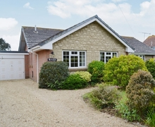 Snaptrip - Holiday cottages - Inviting Brighstone Cottage S14189 -