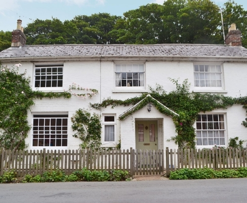 Beautiful brighstone cottage s38137 five bells cottage for Country cottage kennel