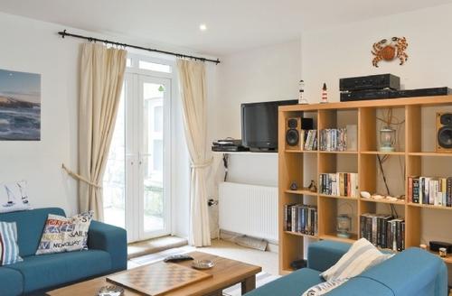 Snaptrip - Last minute cottages - Delightful Ventnor Apartment S14385 -