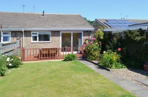Snaptrip - Last minute cottages - Quaint Flamborough Cottage S14939 -