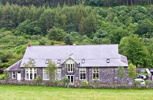 Snaptrip - Last minute cottages - Beautiful Machynlleth Hall S4776 -