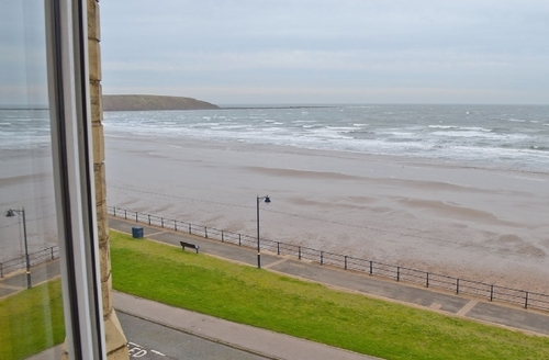 Snaptrip - Last minute cottages - Cosy Filey Apartment S15092 -