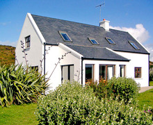 Snaptrip - Last minute cottages - Beautiful  House S4799 -