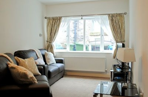 Snaptrip - Last minute cottages - Stunning Whitby Apartment S15575 -