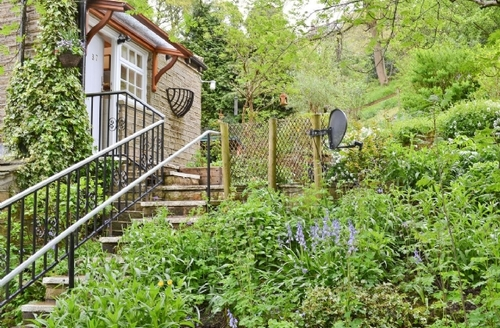 Snaptrip - Last minute cottages - Excellent Holmfirth Cottage S15658 -
