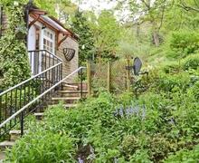Snaptrip - Last minute cottages - Excellent Holmfirth Cottage S15658 -